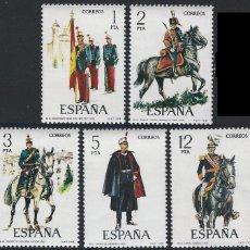 Sellos: ESPAÑA SERIE COMPLETA UNIFORMES MILITARES AÑO 1978 Nº 2451/2455 EDIFIL. Lote 203873798