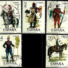 Sellos: ESPAÑA 1977- EDI 2381/85 (SERIE: UNIFORMES MILITARES VII) USADOS. Lote 60673607
