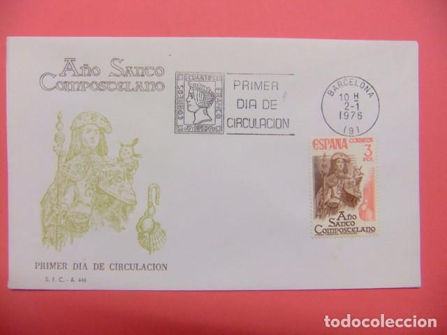 ESPAÑA FDC 1976 AÑO SANTO COMPOSTELANO (VIRGEN PEREGRINA ) EDIFIL Nº 2306 (Sellos - España - Juan Carlos I - Desde 1.975 a 1.985 - Cartas)