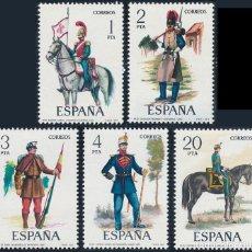 Sellos: ESPAÑA 1977 NUEVOS SIN FIJASELLO SERIE COMPLETA (UNIFORMES MILITARES) 2381/2385 EDIFIL. Lote 203873478