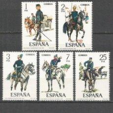 Sellos: ESPAÑA UNIFORMES MILITARES EDIFIL NUM. 2423/7 ** SERIE COMPLETA SIN FIJASELLOS. Lote 156553598