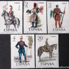 Sellos: EDIFIL 2381-85, UNIFORMES MILITARES, SERIE COMPLETA EN NUEVO, SIN CHARNELA.. Lote 140074970