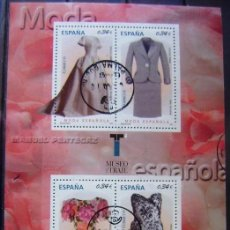Sellos: ESPAÑA - AÑO 2010 HOJA BLOQUE USADA - MODA ESPAÑOLA - MANUEL PERTEGAZ. Lote 152377958
