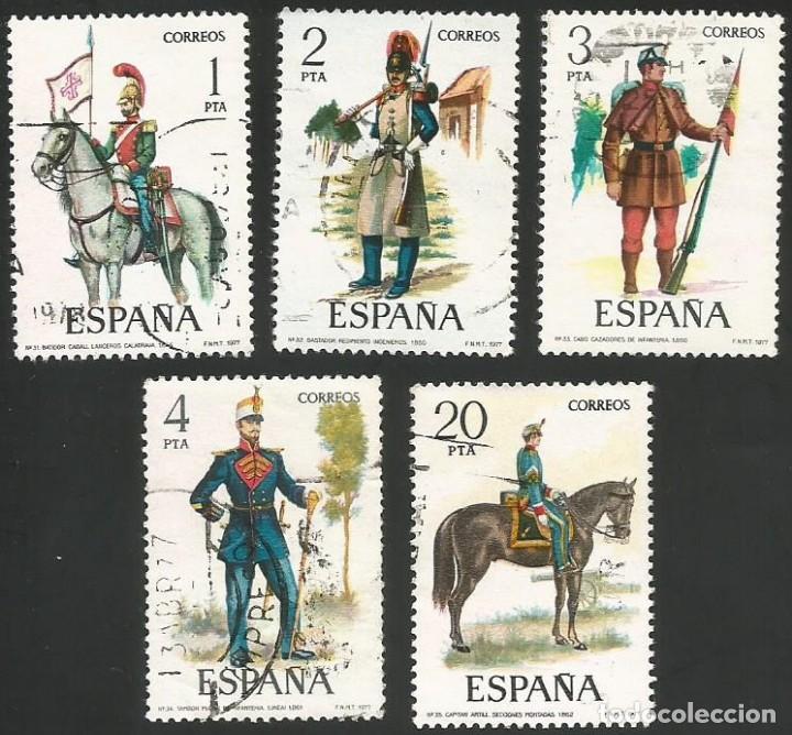 ESPAÑA 1977 - ES 2381 A 2385 - UNIFORMES MILITARES (VII) - SERIE USADA (Sellos - España - Juan Carlos I - Desde 1.975 a 1.985 - Usados)