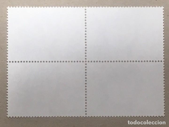 Sellos: Edifil 2989 bloque de cuatro 20 Pts Mª de Maeztu VARIEDAD COLOR ROJO Y AZUL DESPLAZADO A IZQUIERDA - Foto 3 - 133587002