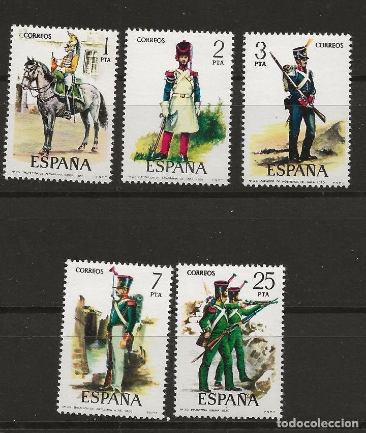 R35/ ESPAÑA 1976, EDIFIL 2350/54 MNH**, UNIFORMES MILITARES (Sellos - España - Juan Carlos I - Desde 1.975 a 1.985 - Nuevos)