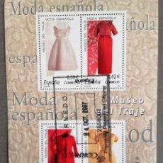 Sellos: ESPAÑA AÑO 2007, HOJA BLOQUE 4 SELLOS MUSEO DEL TRAJE, MODA ESPAÑOLA, USADO, CON GOMA. Lote 192054593