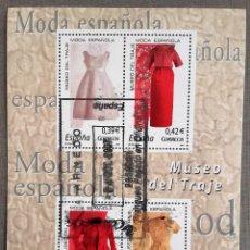 Sellos: ESPAÑA AÑO 2007, HOJA BLOQUE 4 SELLOS MUSEO DEL TRAJE, MODA ESPAÑOLA, USADO, CON GOMA. Lote 192054665