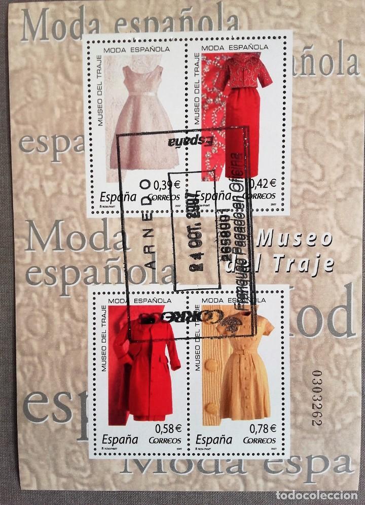 ESPAÑA AÑO 2007, HOJA BLOQUE 4 SELLOS MUSEO DEL TRAJE, MODA ESPAÑOLA, USADO, CON GOMA (Sellos - España - Juan Carlos I - Desde 2.000 - Usados)