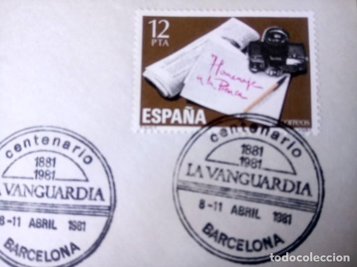 Sellos: ESPAÑA 1981, CENTENARIO DE LA VANGUARDIA DE BARCELONA, SOBRE Y MATASELLOS CONMEMORATIVO - Foto 2 - 194395105