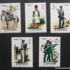 Sellos: SERIE COMPLETA 5 SELLOS NUEVOS ESPAÑA 1976 - UNIFORMES MILITARES - EDIFIL 2350/2351/2352/2353/2354. Lote 199621010