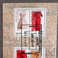 Sellos: ESPAÑA AÑO 2007, HOJA BLOQUE 4 SELLOS MUSEO DEL TRAJE, MODA ESPAÑOLA, USADO, CON GOMA. Lote 208920830