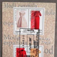 Sellos: ESPAÑA AÑO 2007, HOJA BLOQUE 4 SELLOS MUSEO DEL TRAJE, MODA ESPAÑOLA, USADO, CON GOMA. Lote 208921815