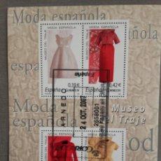 Sellos: ESPAÑA AÑO 2007, HOJA BLOQUE 4 SELLOS MUSEO DEL TRAJE, MODA ESPAÑOLA, USADO, CON GOMA. Lote 208922001