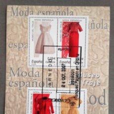 Sellos: ESPAÑA AÑO 2007, HOJA BLOQUE 4 SELLOS MUSEO DEL TRAJE, MODA ESPAÑOLA, USADO, CON GOMA. Lote 208922250