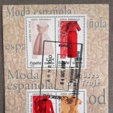 Sellos: ESPAÑA AÑO 2007, HOJA BLOQUE 4 SELLOS MUSEO DEL TRAJE, MODA ESPAÑOLA, USADO, CON GOMA. Lote 208922536