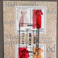 Sellos: ESPAÑA AÑO 2007, HOJA BLOQUE 4 SELLOS MUSEO DEL TRAJE, MODA ESPAÑOLA, USADO, CON GOMA. Lote 208922683