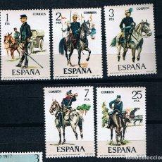 Sellos: EDIFIL 2423 A 2427 UNIFORMES MILITARES ESPAÑA. SERIE COMPLETA 5 SELLOS NUEVOS ESPAÑA 1977. Lote 171307357