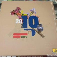 Sellos: LIBRO ÁLBUM CORREOS AÑO 2010 - EMISIONES DE SELLOS ESPAÑA Y ANDORRA NUEVO. Lote 218812271