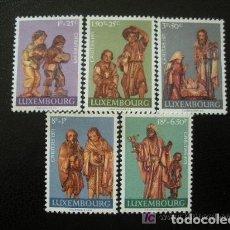 Sellos: LUXEMBURGO 1971 IVERT 786/90 *** ESTATUAS DE MADERA DE LA IGLESIA DE BEAUFORT - ESCULTURA. Lote 76521599