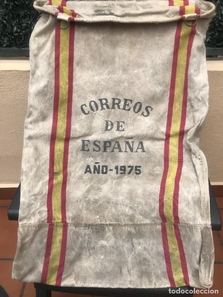 ANTIGUA SACA DE CORREOS ORIGINAL DE ESPAÑA AÑO 1975 TIENE 4 ARGOLLAS Y LAS SEÑALES DE USO (Sellos - Material Filatélico - Otros)