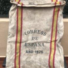 Sellos: ANTIGUA SACA DE CORREOS ORIGINAL DE ESPAÑA AÑO 1975 TIENE 4 ARGOLLAS Y LAS SEÑALES DE USO. Lote 179253627