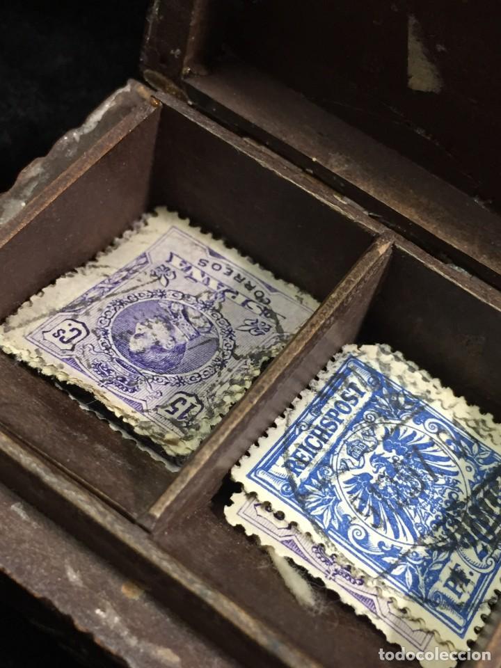 Sellos: Antigua Caja estuche de escritorio para sellos ppios. siglo XX madera tallada compartimentos 6,5x5cm - Foto 6 - 201369910
