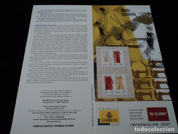 INFORMACION FILATELICA DE CORREOS MODA ESPAÑOLA 2007 (Sellos - Material Filatélico - Otros)