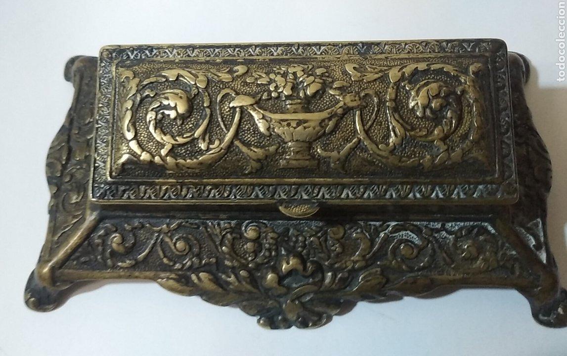 Sellos: Antigua caja de escribania para guardar sellos o tintero del siglo XVIII - Foto 2 - 240087540