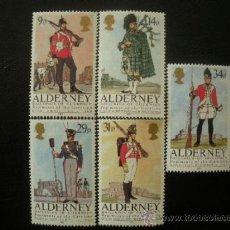 Sellos: ALDERNEY 1985 IVERT 23/27 *** UNIFORMES MILITARES. Lote 38930590