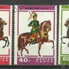 Sellos: MAGYAR 1978 LOTE DE SELLOS TRAJES TIPICOS - MILITAR - CABALLOS. Lote 42288810