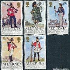 Sellos: ALDERNEY 1985 IVERT 23/27 *** UNIFORMES MILITARES. Lote 211669658