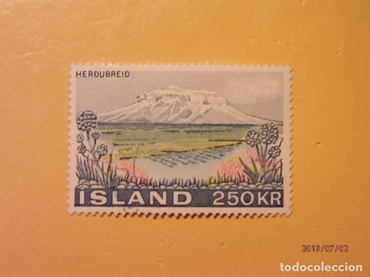 ISLANDIA - MONTAÑA Y VOLCANES - PARQUE NACIONAL DE FIORDLAND. (Sellos - Temáticas - Naturaleza)