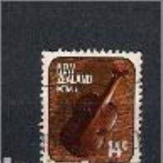 Sellos: VIOLÓN.ARTESANÍA. NUEVA ZELANDA. SELLO AÑO 1976. Lote 147898534