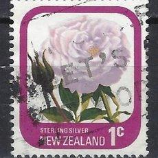 Sellos: NUEVA ZELANDA 1975-79 - FLORA, ROSAS DE JARDÍN, PLATA ESTERLINA - SELLO USADO. Lote 211255159