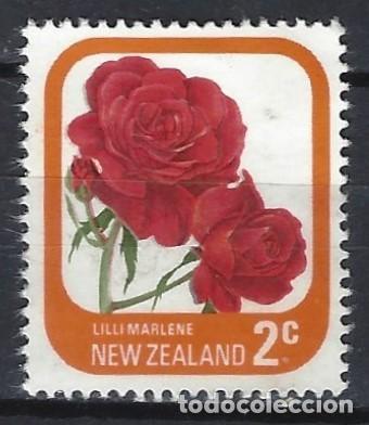 NUEVA ZELANDA 1975-79 - FLORA, ROSAS DE JARDÍN, LILI MARLENE - SELLO USADO (Sellos - Extranjero - Oceanía - Nueva Zelanda)