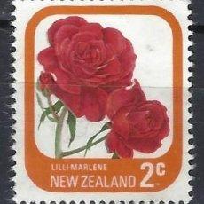 Sellos: NUEVA ZELANDA 1975-79 - FLORA, ROSAS DE JARDÍN, LILI MARLENE - SELLO USADO. Lote 211255194