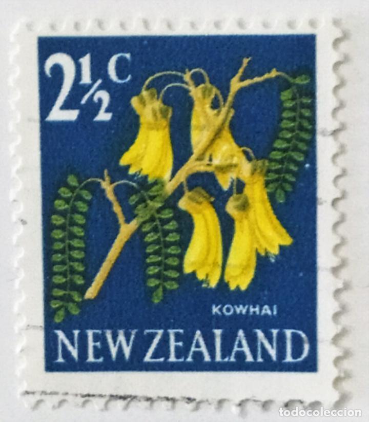 SELLO DE NUEVA ZELANDA 2 1/2 C - 1967 - FLORES - USADO SIN SEÑAL DE FIJASELLOS (Sellos - Extranjero - Oceanía - Nueva Zelanda)