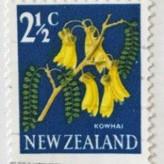 Sellos: SELLO DE NUEVA ZELANDA 2 1/2 C - 1967 - FLORES - USADO SIN SEÑAL DE FIJASELLOS. Lote 250138105