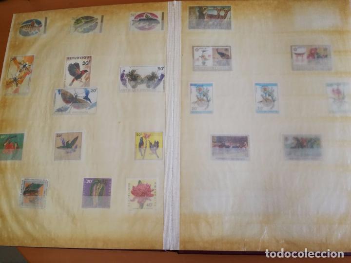 Sellos: Álbum de sellos para coleccionista - Incluye 317 sellos de olimpiadas y animales - 30 x 23 cm - Foto 2 - 86020384