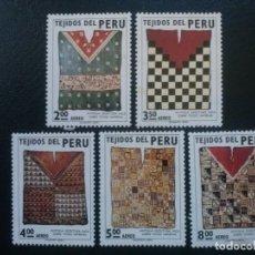 Sellos: PERÚ YVERT AÉREO Nº 330 A 334 ** SERIE COMPLETA SIN CHARNELA, ARTE TEJIDOS, 1973. Lote 83264116