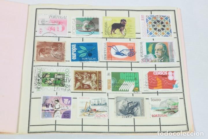 Sellos: Álbum de 52 sellos antiguos de Portugal - Foto 2 - 224134010