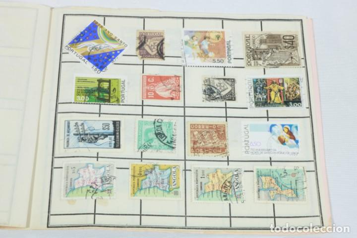 Sellos: Álbum de 52 sellos antiguos de Portugal - Foto 3 - 224134010