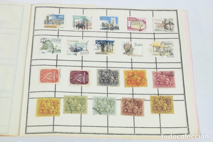 Sellos: Álbum de 52 sellos antiguos de Portugal - Foto 4 - 224134010