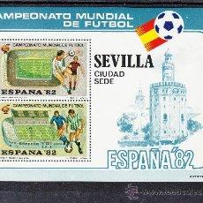 Sellos: HOJA RECUERDO COPA MUNDIAL FUTBOL ESPAÑA 82 CIUDAD SEDE 10 SEVILLA SANCHEZ PIZJUAN BENITO VILLAMARIN. Lote 114633148