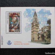 Sellos: ESPAÑA 2004 HOJITA VIDRIERAS DE LA CATEDRAL DE TOLEDO. Lote 87537624