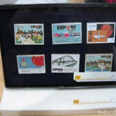 Sellos: PIN SELLOS CON EXPOSITOR Y CAJA OFICIALES EXPO 1992. Lote 113509911