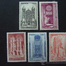 Selos: FRANCIA ,Nº YVERT 663/7***AÑO 1944. CATEDRALES. SERIE CON CHARNELA. Lote 36162295