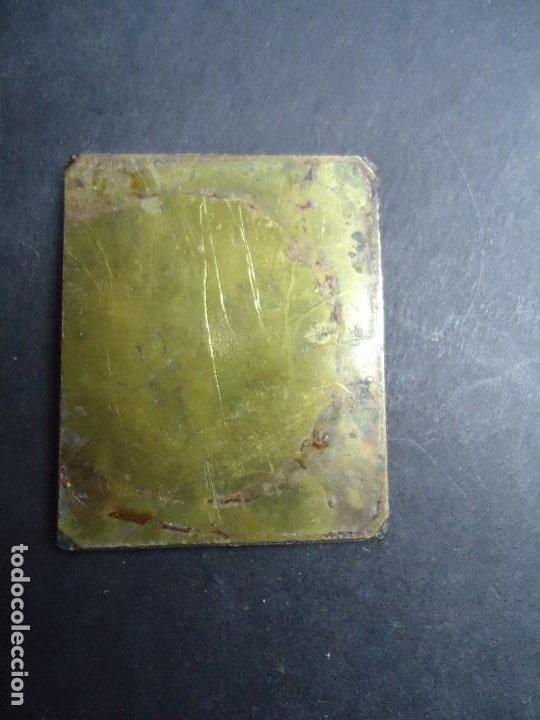 Sellos: EN METAL PLACA SELLO DE CORREOS DE 1853 6 REALES ISABEL II MIDE 4,5 X 3,5 cm. EN BUEN ESTADO ANTIGUA - Foto 2 - 276734563