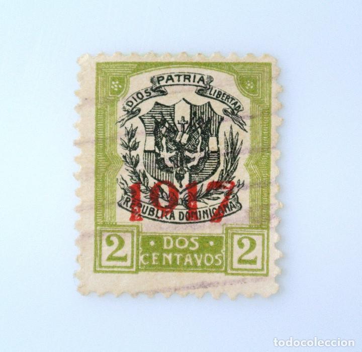 SELLO POSTAL REPUBLICA DOMINICANA 1917, 2 ¢ , ESCUDO DE ARMAS CON OVERPRINT EN ROJO EL AÑO, USADO (Sellos - Extranjero - América - República Dominicana)